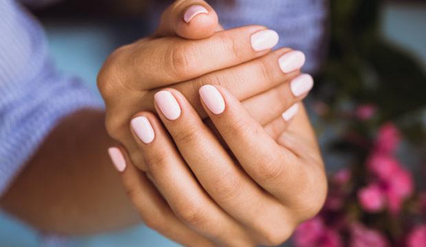 repararea unghiilor